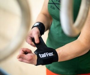 How to Wear Wrist Wraps?
